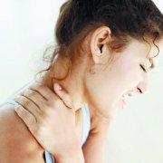 天气忽冷忽热导致颈椎病高发